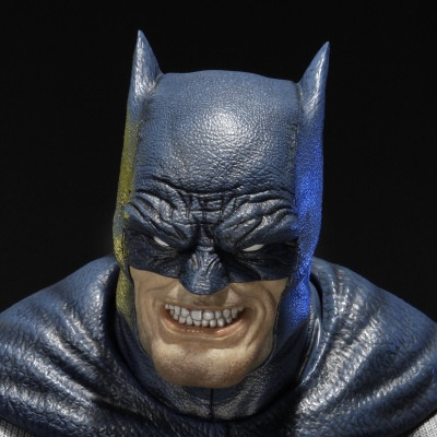 Premium Bust Batman: Arkham City (The Dark Knight Returns) Batman Blue Version